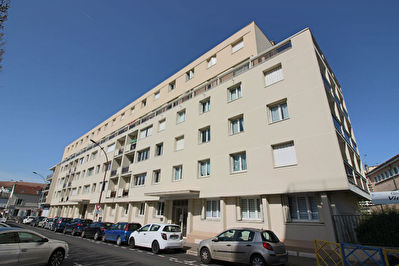 Appartement  F4 en centre ville de Poissy